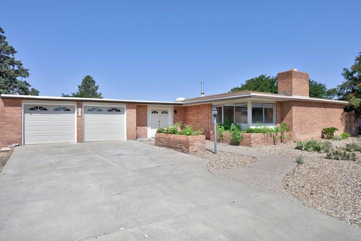 9813 Greene Avenue NW, Albuquerque, NM 87114