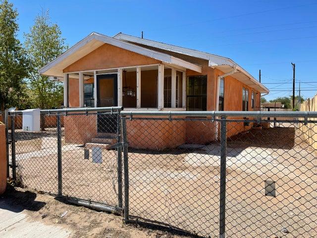 1823 EDITH Boulevard SE, Albuquerque, NM 87102