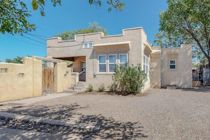 114 Maple 116 Street SE, Albuquerque, NM 87106