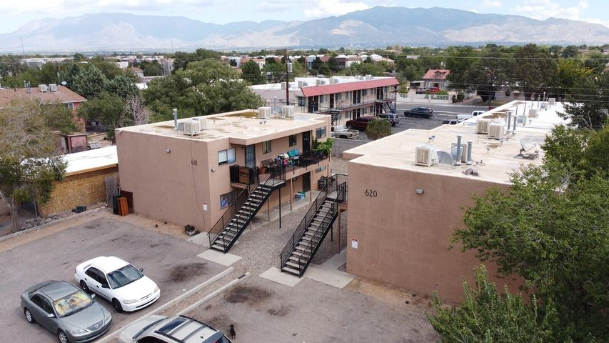 618 Chama Street SE, Albuquerque, NM 87108