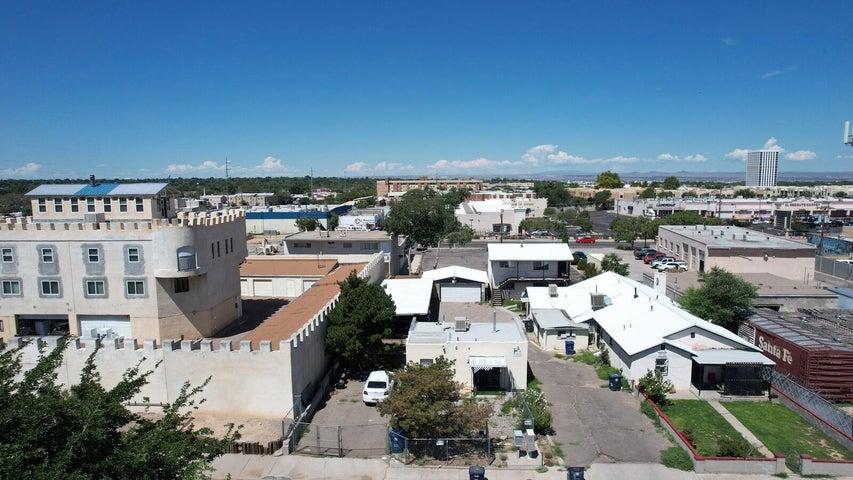 321 Arizona Street SE, Albuquerque, NM 87108