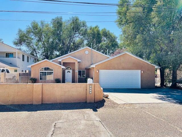 2824 MOYA Road NW, Albuquerque, NM 87104