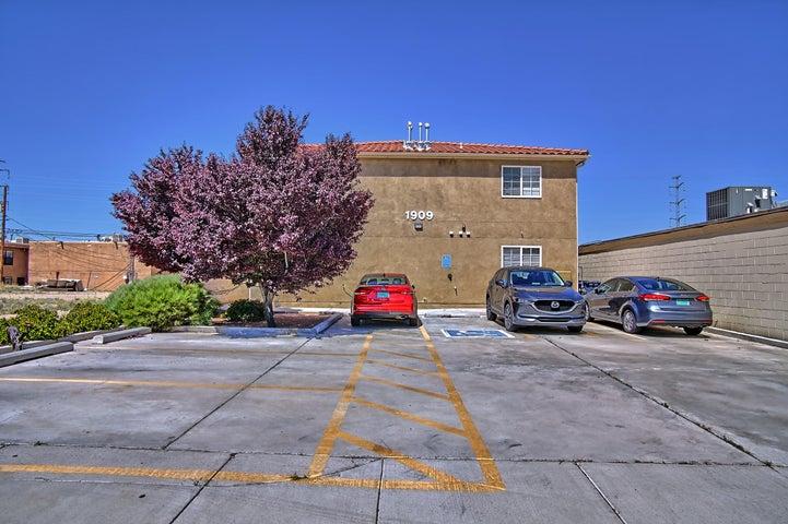 1909 WILMOORE Drive SE, B, Albuquerque, NM 87106