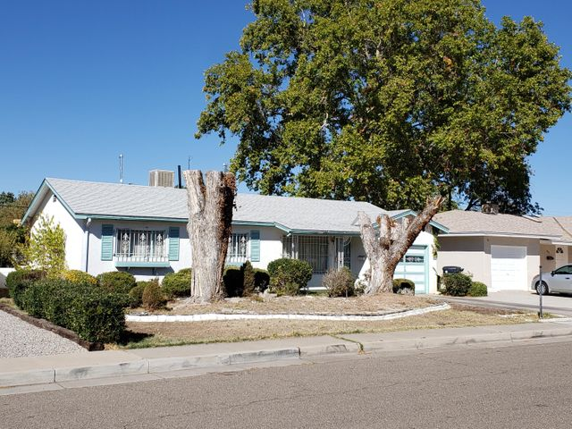 2813 VALENCIA Drive NE, Albuquerque, NM 87110