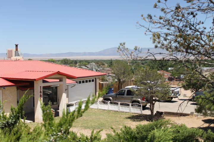 This is a beautiful home, located in the heart of Los Lunas by Lowes. The view is amazing and will remain that way. It's location is by high, middle and elementary schools, freeway is within 2 minutes of home, this home is ready for its new family to own it is priced to sell and homeowner is motivated so bring all offers.