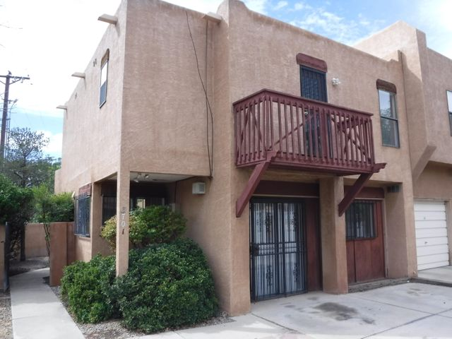 Great townhome in NW Albuquerque. Has three bedrooms, and two bathrooms. Has new flooring through out the house, new kitchen cabinets and countertops, new stainless stainless-steel appliances. New roof and fresh paint. You don't want to miss this opportunity.