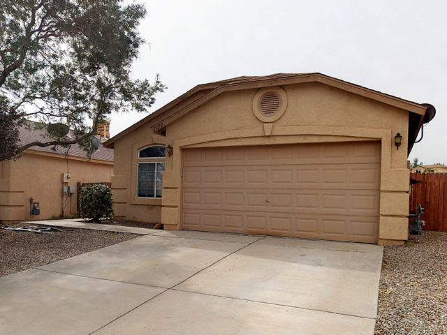 Adorable Longford home in Rio Rancho is waiting for you! Super flexible single level 3 bedroom 2 bath floor plan with 2 living areas. This home backs to trails and has great Sandia views. Sold as-is.