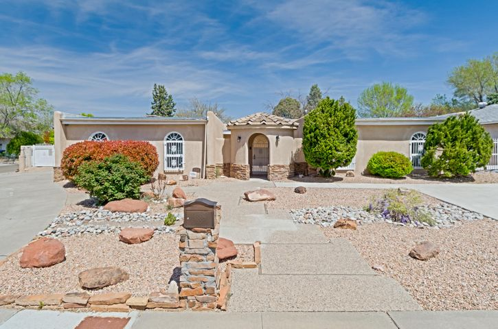 Large family home on a corner lot in a desirable NE Heights neighborhood. Beamed ceiling, skylights, two living areas.  Updates include lighting, kitchen and baths. Large master suite with jetted tub. Backyard pool and covered gazebo. Close to Arroyo Del Oso Park, Albuquerque Academy, shopping and more.