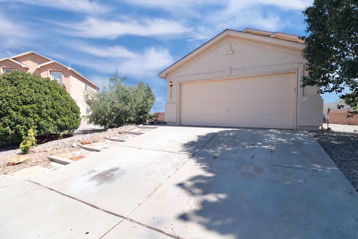 VIEWS VIEWS VIEWS & a New ROOF wi/Warranty!!! This beautiful home is located in Sedona subdivision at Ventana Ranch. This beautiful home boosts of 4-large bedrooms, living/dining greatroom combo and a cozy kitchen  w/breakfast bar - All kitchenappliances included. Newer carpet, ceiling fans, a covered patio AND VIEWS! This home is clean, bright and move in ready! Schedule a showing today, you won't be disappointed.