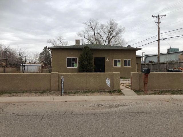 So much potential in this home! Remarkable hardwood floors, newer windows, an updated bathroom, and the add-on den are just the beginning! Outside, enjoy the large yard, as well as the backyard access - let your creativity run loose! Located only moments away from schools, food, and so much fun for the family!Don't let someone else beat you to this great deal! See it today!