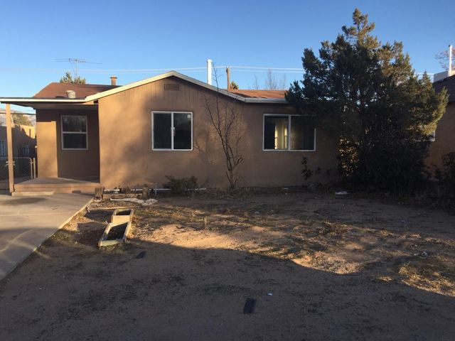 Great location, remodeled, beautiful and ready to move in. Additional finished structure not included in sqf.