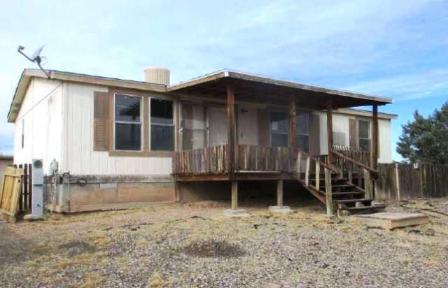 Manufactured Home in Belen NM, come take a look at this fixer, dated 2 bedroomand 2 full bathroom, home attached on a level lot, front porch, nice shed forexterior storage or office. This home has an estimated 1,080 sq ft of livingspace, this one could be what your looking for needs some TLC, convenient toshopping and highways.
