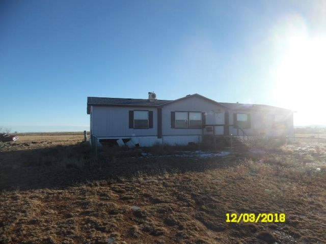 country living with Albuquerque within a 40 minh  drive. This is a handymans special a little sweat equity could be worth the effort come taqke a look at this dimond in the rough. cash only