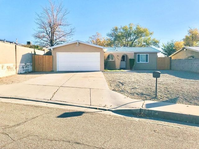 MOVE IN READY! Located across the street from beautiful Bianchetti Park! Tile throughout house with newly carpeted bedrooms. Fresh paint, new stucco and windows. Kitchen updated with stainless steel appliances. Bathrooms updated with new fixtures. New roof and water heater.