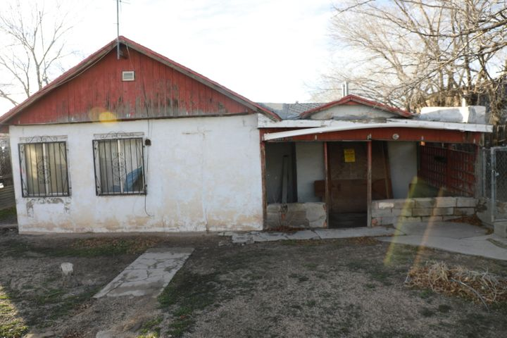 Investor Special. CASH ONLY! SOLD AS IS WHERE IS! Zoning MX-M! Property is substandard by city.