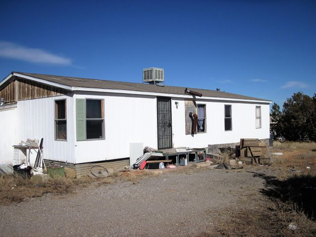 Handyman special. Fix and flip, rental.Sound structure, on permanent foundation with hurricane straps. Fully fenced and gated. Horse allowed. Open kitchen/dining/living room. Four bedroom.Cash only.