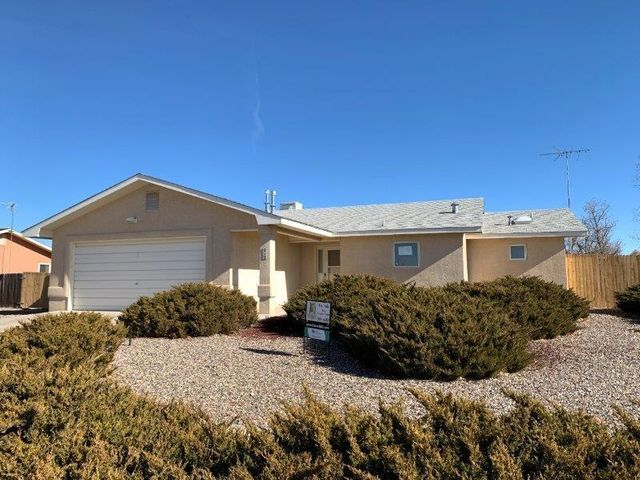 HUD has brought back the $100 down program! Owner Occupant buyers wanting to use the program must use FHA financing. Owner Occupant bids accepted thru 1/27/19 @ 10:59 PM MST. Offers reviewed 1/28/19. Property is IN (insurable). Sold AS-IS w/all faults. No pre closing repairs or payments will be made for any reason. ''Insurability subject to buyer's new appraisal.'' For Utility Turn Ons: Approval must be granted in advance from HUDs field service manager. In cases where plumbing deficiencies exist approval for water turn on may be denied. Review PCR for utility turn on info. PCR is not to be relied upon in lieu of a home inspection.