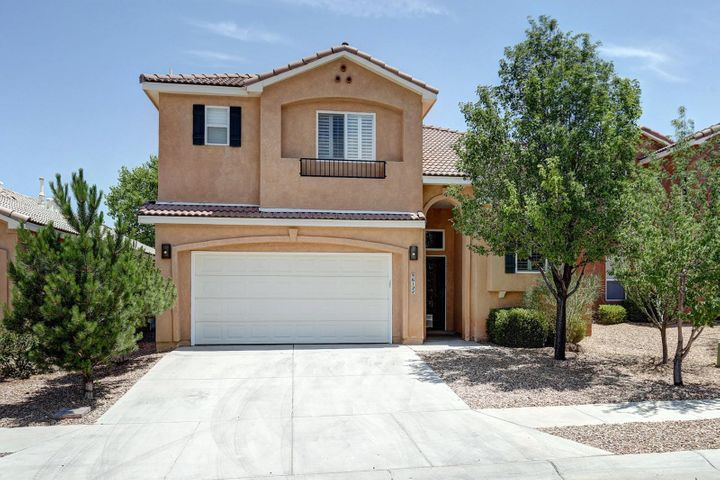 Desirable location? WILL GO FAST!? Listing comments like these are nothing new BUT it is GUARNTEED that you will FALL IN LOVE with this NEWELY REMODELED chefs inspired kitchen (see what I did there). This fully FUNCTIONAL three bedroom home has fifteen foot ceilings which will ENSURE a warm, welcoming space. BRONZE hardware throughout will make even your morning coffee seem LUXIOUS. Home ALSO boasts of reverse OSOMOSIS SYSTEM for that all year round GLOW. Thick wooden, PLANTATION BLINDS throughout for added privacy (If the fully fenced backyard isn't enough). Extra LOFT living space on the second floor for an office space or children's get away. It is true, this home will GO FAST!
