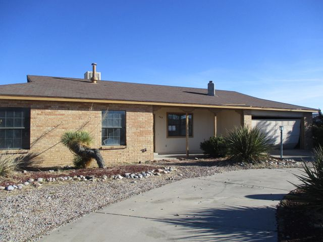 *** Offer Accepted waiting on signatures**Single Level Home in the heart of Rio Rancho! Make sure not to miss out on this home! Greatroom features a wood burning fireplace, The kitchen is complete with a breakfast nook.  Master suite has a 3/4 bath and a walk in closet. Home is Views... and Views.