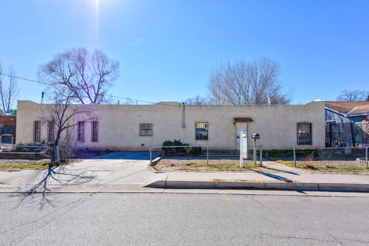 Great investment opportunity! Cute home located in the Glendale Gardens community! Home hosts 2,108sf with 3 bedrooms and 2 bathrooms.  New roof in 2016. Spacious living area.  Spacious living area! Kitchen with gas range and refrigerator!  Close to Bio Park,  shopping and restaurants.