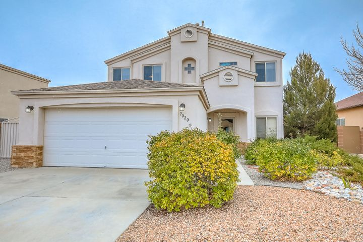 Beautiful Ventana Ranch home right down the road from the Tarrazas Park. Open floor plan, wood floors, walk-in pantry, breakfast nook and nice sized breakfast bar that opens to the family room. You'll find 3 bedrooms and a loft that could be the office/media/game room. The huge master suite offers walk-in closet, double vanity, soaking tub and separate shower. Step outside to a low-maintance backyard, covered patio, dog run and backyard access for extra parking. See it today!
