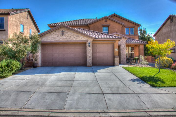 Stunning Pulte in desirable Loma Colorado. Enjoy this open light and bright 5 bedroom 3.5 bath home. Large open family room. Up stairs enjoy 4 bedrooms 2 full baths plus extra large bonus family room perfect for extended families. Master suite is large with large walk in closet. Awesome kitchen with built in island. Granite counter tops. Fully landscaped back yard. Don't miss this truly beautiful home.