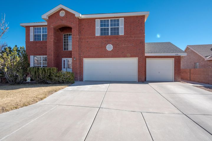 Offering This Gorgeous Sivage Thomas Brick home is situated on a large quiet cul-de-sac in wonderful Richland Hills subd. The seller upgraded to refrigerated air, granite counter tops, stainless steel appliances and a new roof on 2018.  Offering two living areas and an upstairs loft with a spacious master suite with two walk-in closets, deck, sitting area, jet tub and separate shower.  The secondary bedrooms are spacious and also offer walk in closets. Formal dining, spacious kitchen w/bar that opens to the living room, nook & pantry. Large hall bath has double sinks. Huge manicured backyard with large, trees, grass, covered patio. Mountain & city views are a plus. A true Sivage Thomas Brick Home.