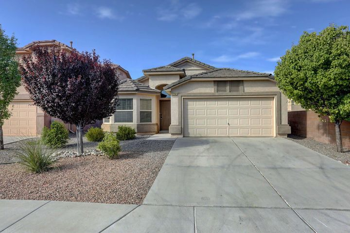 Great Cabezon home with all the right upgrades. Nice open floor plan. 2 living areas. Granite counter tops. stainless steel appliances, vaulted ceilings, refrigerated air, granite in bathroom. Move in ready.