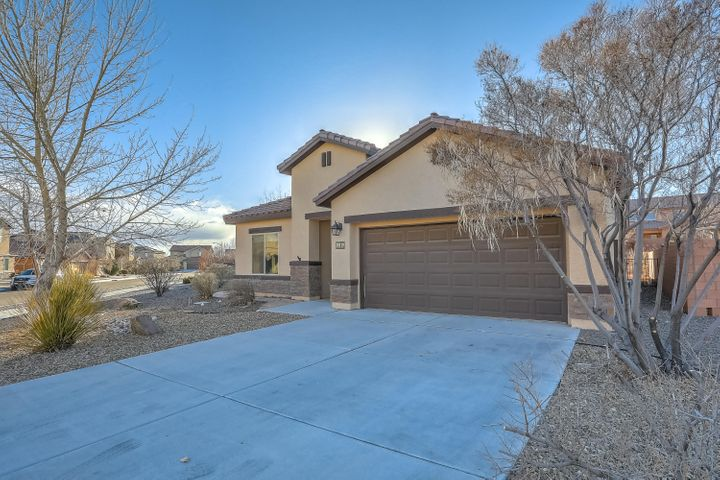 Beautiful Build Green New Mexico home located in the Boulders Community. Home Features - Large great room with beautiful tile flooring, executive kitchen with granite counter tops and raised panel cabinets, elegant entry way, large master suite with walk in closet, separate garden tub and shower, and tandem oversized garage and an large amazing backyard to enjoy the perfect New Mexico evenings!