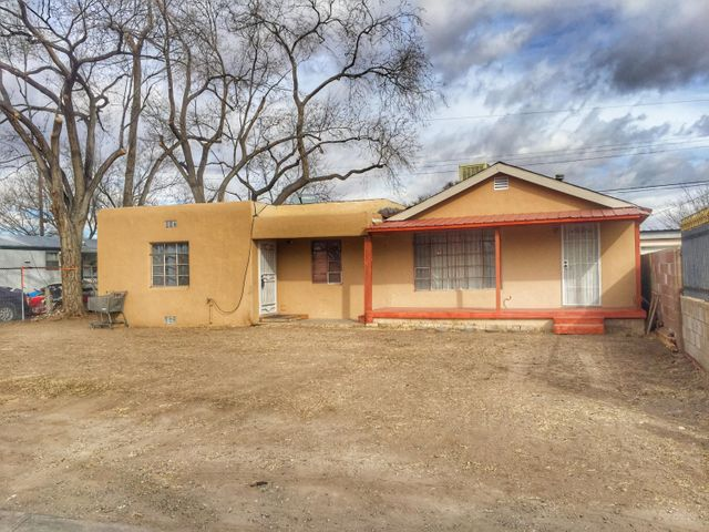 Single story home located in the south valley vista del rio area. Home needs work and possible opportunity for investor etc to remodel or fix up. Features 2 bedrooms, 1 bath with exterior storage.  Home is an estate sale.