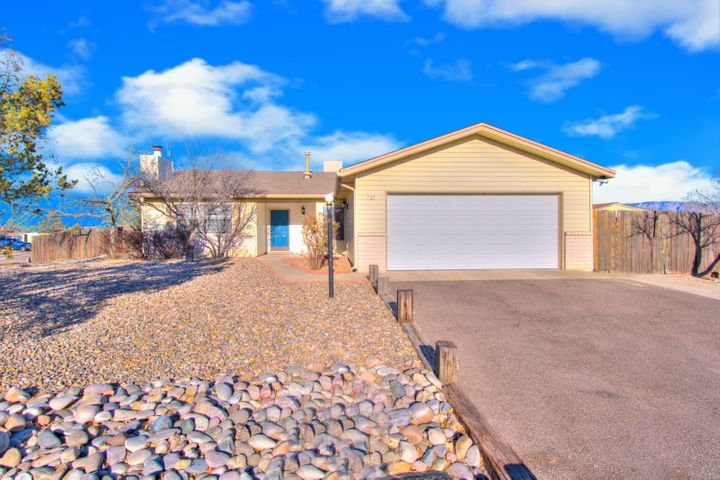 Gorgeous views of the mountains! Located on a corner lot, this house gives the feeling of privacy and comfort. Must See!!