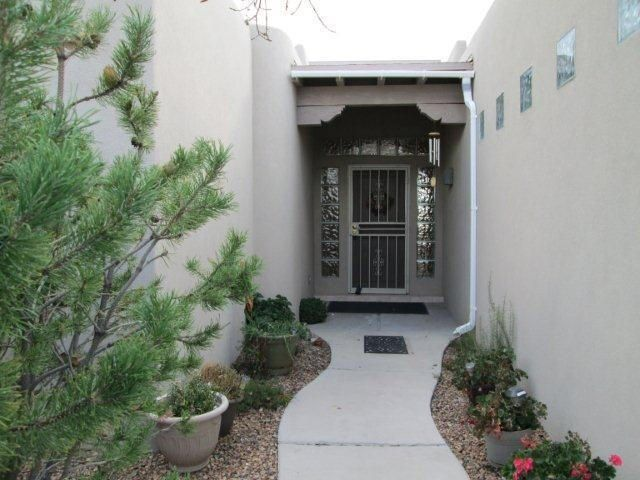 Charming little single story in high desert. Views galore. Updated kitchen - quartz counter tops - shimmery backslash - all light colors - great hunter douglas remote controlled blinds. newer water heater.  Come and see. Rooftop observation deck.