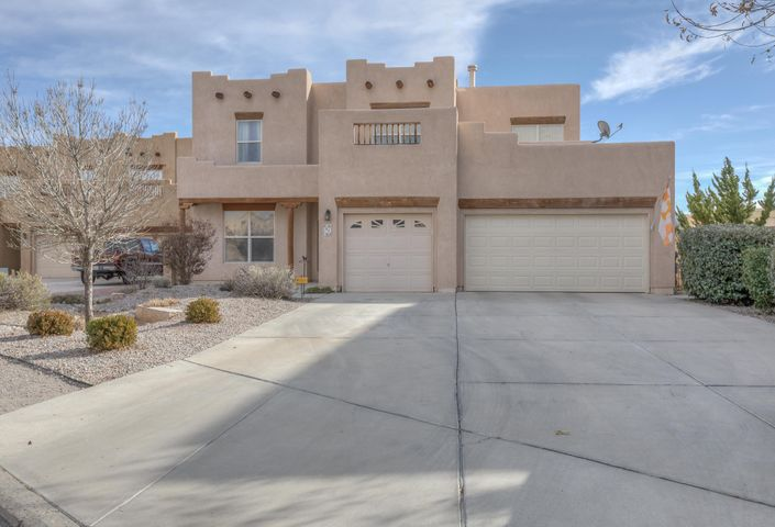 Open House 2/24/19 Sunday 11-1 Welcome Home to Cottonwood Trails Gated Community! Large spacious home with Plenty of room for the whole family. Kitchen is a cooks delight with Granite Counters, dual ovens, gas cook top, built in microwave,walk in pantry,Open floor plan with eat in kitchen nook,dining and large family room with Kiva fireplace all in view. Large bonus room up with a balcony with views of the mountains! Large Master suite with walk in closet, dual sinks,garden tub and separate shower, Master suite is complete with a additional space for an office or nursery.