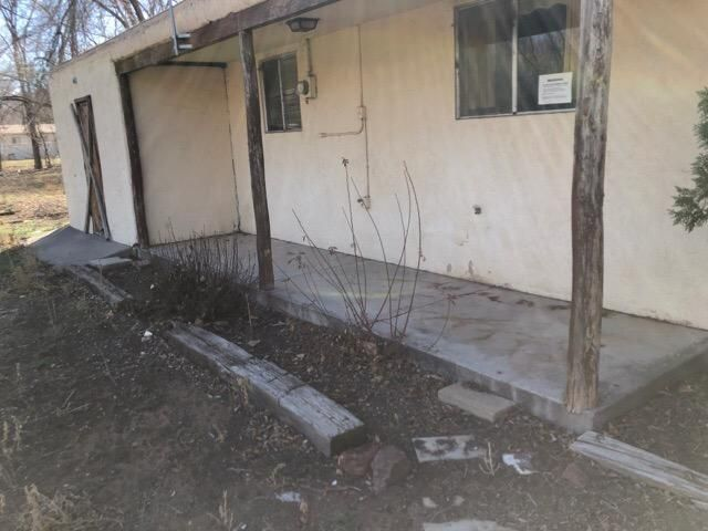 Lots of potential in this 2 bed 1 bath hom on 1/2 acre North of Los Lunas.  Ranch living with living room, kitchen, beds, and bath all on one level.  Property needs moderate repairs.  ***This property is eligible under the First Look Initiative for the first 20 days on market. No investor offers until first look period expires.***  Note - property AKA 251 Crownover Rd NW
