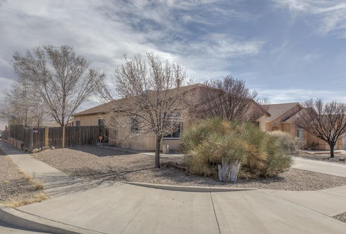 Fantastic Longford Home is just waiting for the new owner!  Perfect location is convenient to Santa Fe and Albuquerque on I-25.  Large corner lot with side yard and City/Mountain views.  very versatile floorplan can be large living/family room or you may opt for seperate breakfast and dining areas.  Inviting sunroom was professionally built and brings in tons of light.  Sunroom is not included in the square footage.  Don't waste time, call to see this home today!