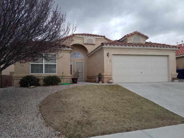 PRICED TO SELL QUICKLY!!  This spacious single story offers lots of natural light, neutral colors 3 way fireplace, an open kitchen, split floorplan, and Master suite with huge walk-in closet. Formal Dining Room, or could be used as an Office.  Easy care yards and covered patio in private backyard. Grass front and back.