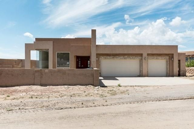 Gorgeous modern style ranch home on a large lot with expansive views. Property features 5 bedrooms, 2.5 baths, a large galley style kitchen and living room with stone fireplace. The home is in need of some TLC but could be a real gem with a little work.
