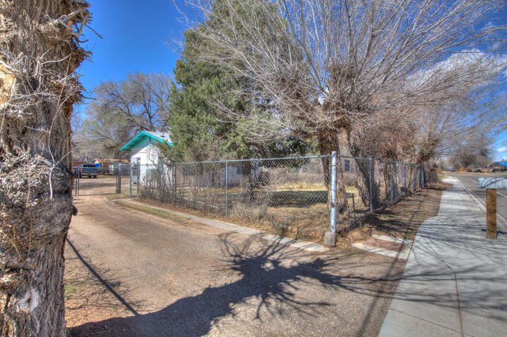 This 3 bed, 2 bath home is ready for it's new owner, great for a first time home buyer or an investor.