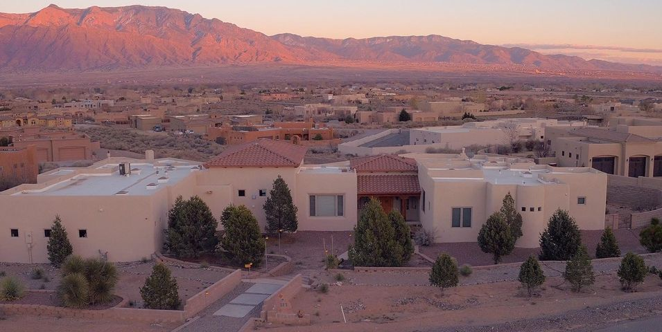 Amazing custom home and stunning views, Huge covered patios with large swimming pool. 5 Bedrooms plus an office, Billiards room a true Men's Cave. Cathedral ceiling, tile hardwood floors. Over sized windows, Hugh walking closets. 3 Refrigerated A/C Units. Outdoor BBQ Grill.