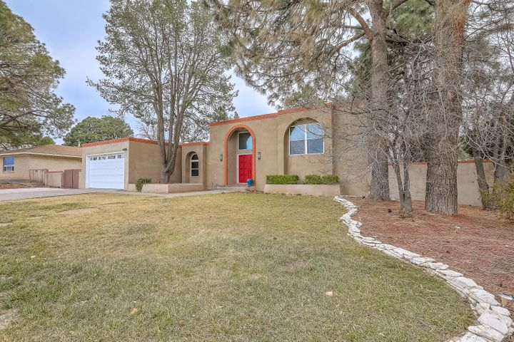 This tri-level Mossman home has room for everyone.  Two bedrooms upstairs (or master and office) with three bedrooms and a bath downstairs.  The main living area has raised ceilings that lead to the formal dining area.  But the kitchen has quite the breakfast nook, too.  The remodeled kitchen with quartz countertops has stainless appliances and a breakfast bar opened to the cozy den and wet bar.  Then there is the large covered patio opening up to the great backyard.  Dog run on the west side; boat or extra vehicle parking on the east side.  Come and see this wonderful home today!