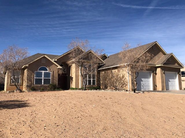 Custom Home in Rio Rancho on 1/2 Acre! No HOA! Private Pool! Raised Ceilings with Skylights! Gourmet Kitchen! Stainless Steel Appliances! Double Lavs in Both Bathrooms! Large Luxury Jetted Tub in Master Bath! Plenty of Room for an RV / Boat or Extra Vehicles!