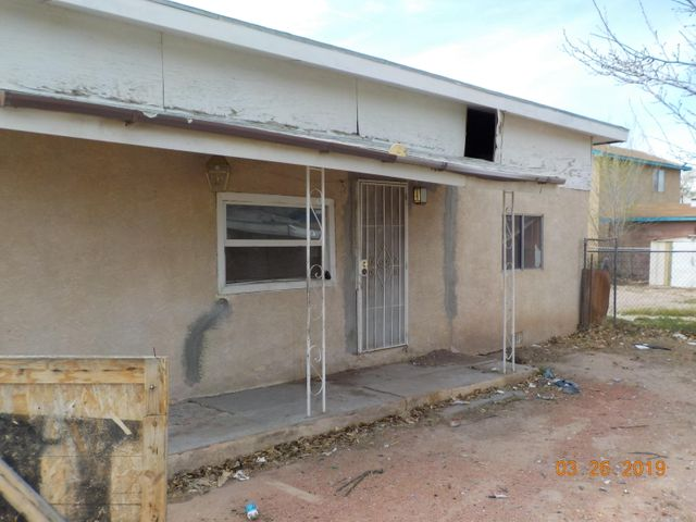 Beautiful Home in the southwest area of Albuquerque. Two bedroom and one bathroom. Located near shopping and school.
