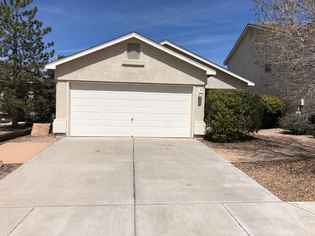 Wonderful 3 bedroom 2 bath in gated community centrally Located...with new paint and carpet. Great floor plan with cozy fireplace and well maintained yard.  Show you clients today this home wont last long.***$2,500.00 Appliance credit with aceptable offer****