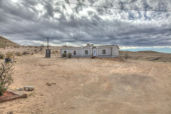 Beautiful 1 acre Manufactured home on 1 acre in desirable Peralta location. Enjoy this 4 bedroom 2 bath home. Back yard access. New furnace, new water heater, new swamp cooler.
