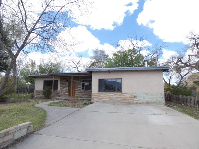 This home is in the North Valley off Matthew Road, conveniently located near Rio Grande shopping and dining, with walking and bike trails nearby. Owner Occupant bids accepted thru 4/21/2019 @ 10:59 PM MST. HUD homes are Sold As Is. No pre closing repairs or payments will be made for any reason. Home is insurable with repair escrow and is eligible for FHA financing. For Utility Turn Ons: Approval must be granted in advance from HUDs Field Svc Mgr. In cases where plumbing deficiencies exist approval for water turn on may be denied. Review PCR for utility turn on information. PCR is not to be relied upon in lieu of a home inspection. ''Insurability subject to buyer's new appraisal.'' Equal Housing Opportunity