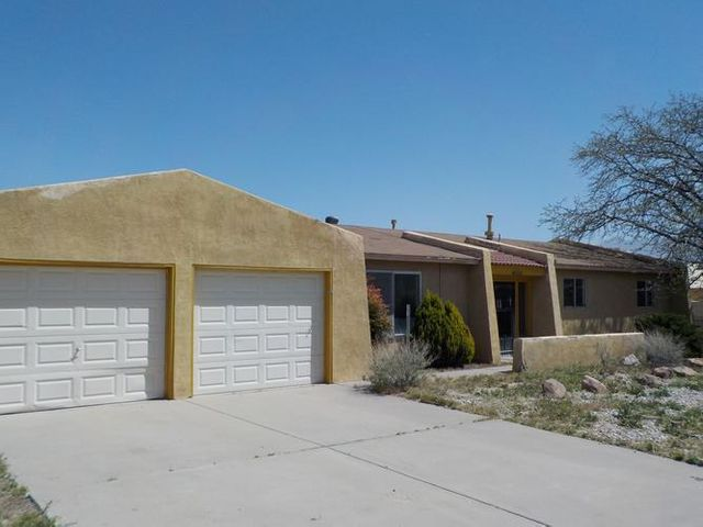Great home located in Rio Rancho. Three bedrooms and two bathrooms. Large kitchen with breakfast bar and plenty of cabinet space. Fence backyard offering privacy.