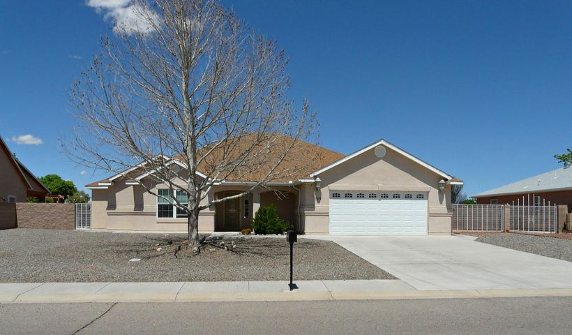 Wow, this home is exceptional in so many ways!  Huge living room with plant ledges, decorative architecture, formal dining, spacious cooks kitchen with granite  counters, knotty Alder cabinetry, stainless appliances, brand new microwave, walk-in pantry, island, huge breakfast bar open to living room.  Guest bedroom has it's own bathroom, two more large bedrooms share another full bathroom and the master is very large with a gorgeous master bathroom that has built-ins, double sinks, separate shower, jetted tub, walk-in closet!  You'll love the shady back covered patio with golf course and mountain views!  Backyard access, easy care landscaping front and back.  so much house for so little money!