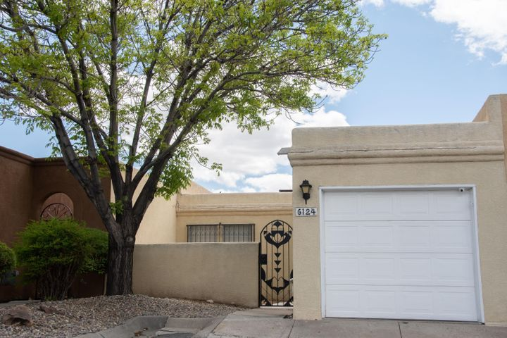 A beautiful One Story Townhome in Chimney Ridge across from Arroyo Del Sol and Golf Course. Home boasts Private Courtyard, Open Floor Plan with Skylights, Breakfast bar along with the eating area and a cozy fireplace in a great room. Fantastic views! Residents have access to pool and Club House. Come, see and make it yours today!