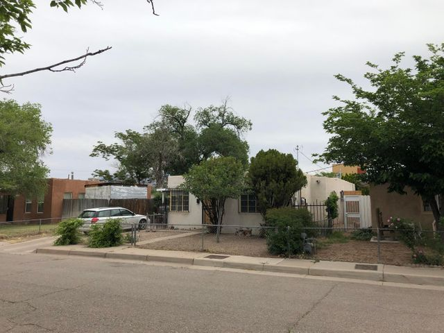 Investor Special!!  This North Valley Diamond in the Rough has some great potential with a  3 Bedroom, 2 Bath, Bonus Room, Fireplace, 1.5 Car Garage/workshop Separate Storage, and Backyard Alley Access. Put Some TLC into this property to make for a great investment.