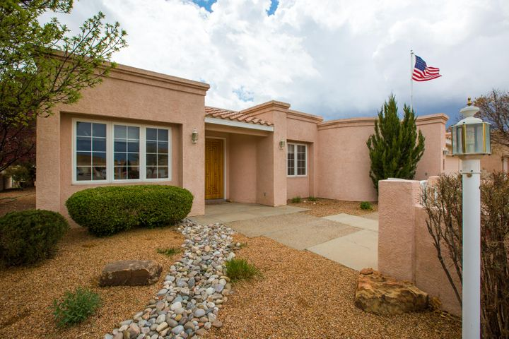 Spectacular Single story in High Resort, Very light and bright floorplan, Living room with raised ceilings, that opens to a parklike backyard , with a 2nd level view deck.Spacious rooms, and private master suite with fireplace.  Oversized 2 car garage with backyard access with concrete pad.You will love this one.............
